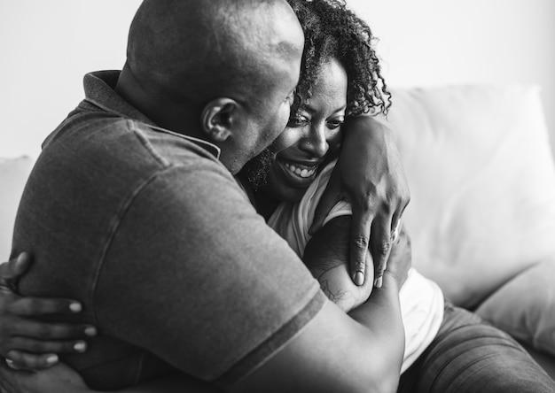 Una alegre pareja negra