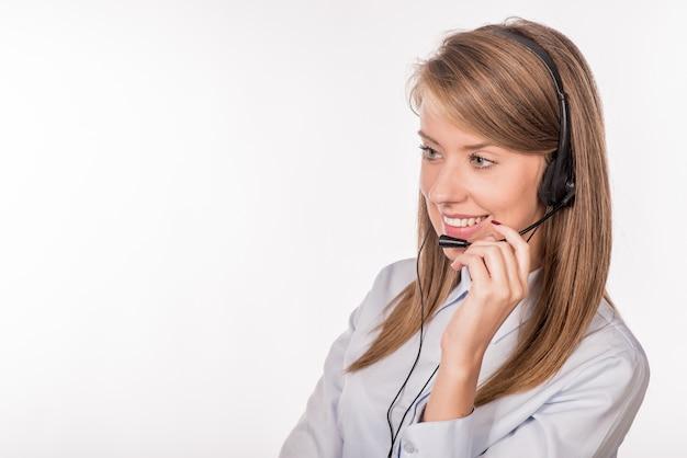 Alegre, sonriente, ayuda, teléfono, hembra, operador, auricular, apagado