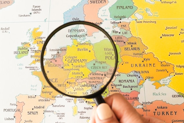 Alemania mostró en el mapa ayudado por lupa