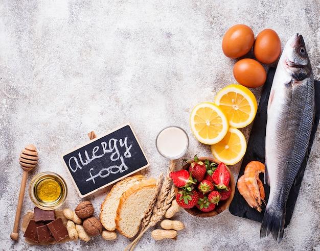 Alergia al concepto de comida. surtido de productos alérgicos.