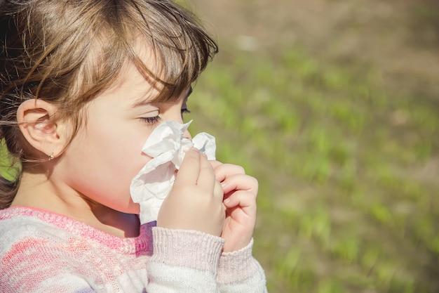 Alergia estacional en un niño. rinitis. enfoque selectivo