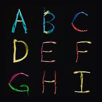 Alfabetos a a i formados por acuarela de varios colores sobre fondo negro