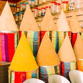Alfombras en mercado en marrakech