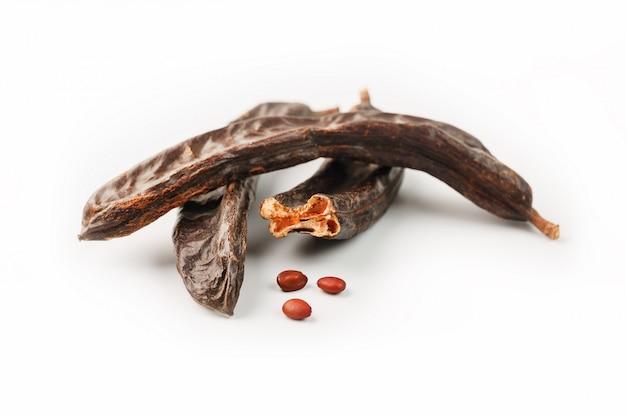 Algarrobo, fruta y semillas