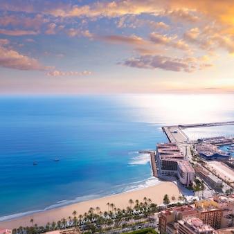 Alicante playa de postiguet vista desde el castillo de santa bárbara
