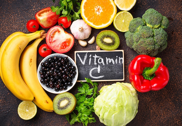 Alimento que contiene vitamina c. alimentación saludable.
