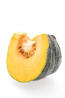 Alimento vegetal verde naranja la mitad