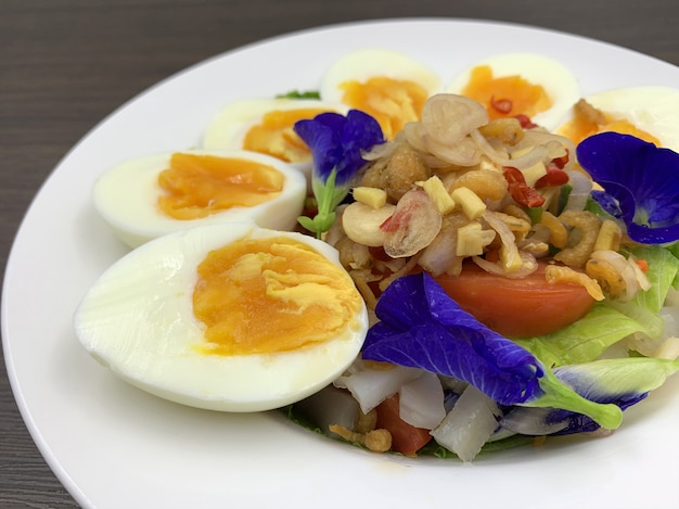 Alimentos cetogénicos que contienen menos carbohidratos y sin azúcar, pero con mucha grasa.