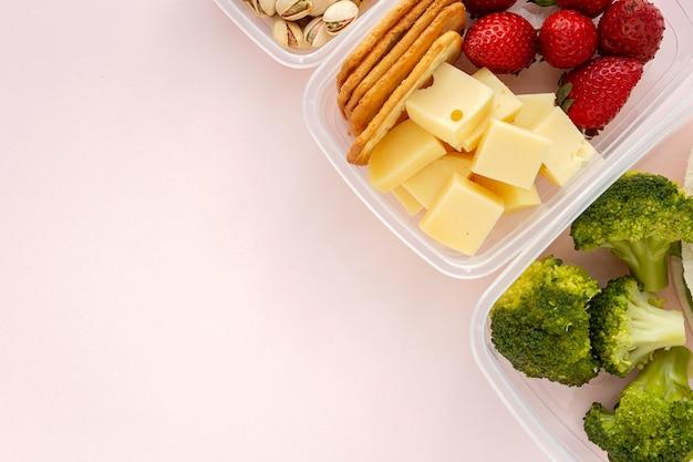 Alimentos en envases de plástico listos para comer