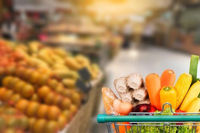 Alimentos saludables en supermercado en línea concepto de compras en supermercado