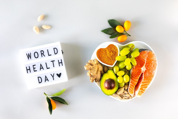 Alimentos saludables para estimular la inmunidad y remedios para el resfriado, vista superior. día mundial de la salud.