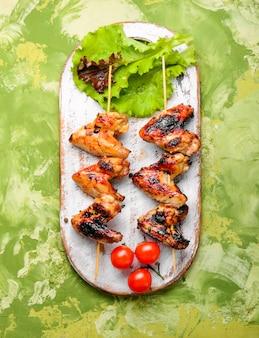 Alitas de pollo con costra crujiente