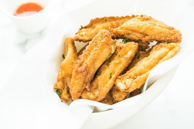Alitas de pollo crujientes fritas