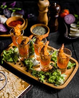 Alitas de pollo fritas en salsa