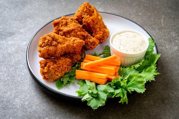 Alitas de pollo picantes fritas