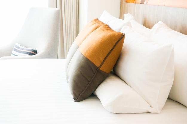 Almohada en la cama