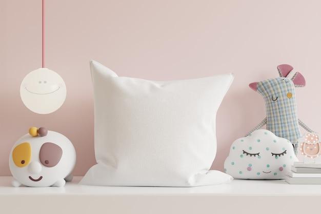 Almohada en la habitación de los niños en la pared de colores rosa claro. representación 3d