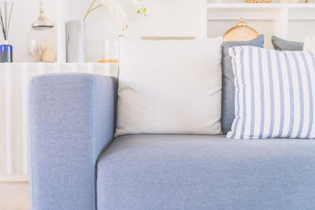Almohada en sofá cama