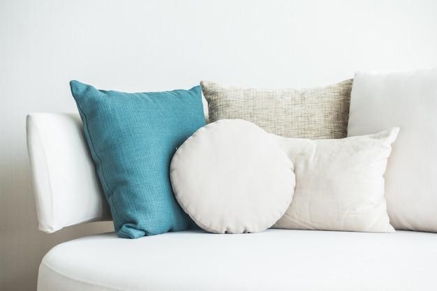 Almohada en el sofá