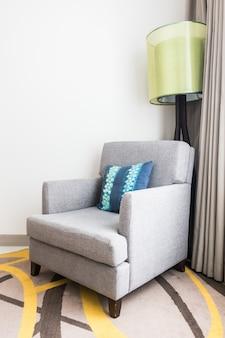 Almohada en sofa