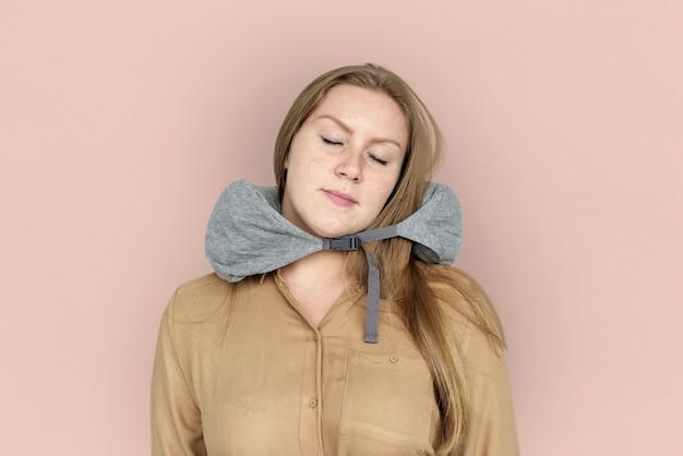 Almohada de viaje mujer caucásica