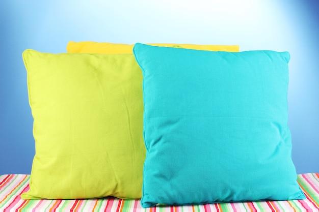Almohadas en azul