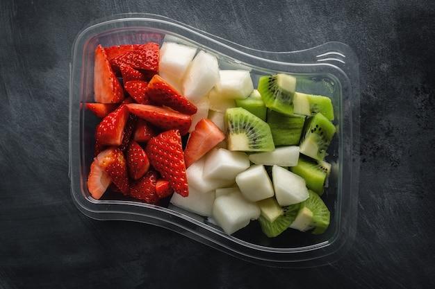 Almuerzo para acompañar frutas en caja.