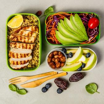 Almuerzo saludable en cajas