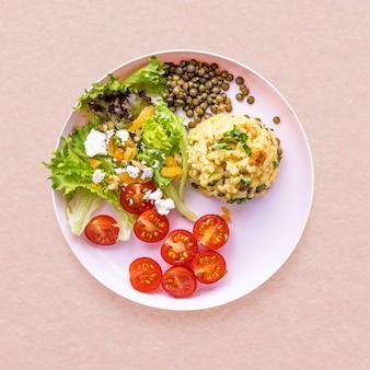 Almuerzo saludable, plato de risotto de calabaza