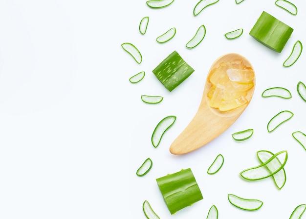 El aloe vera es una planta medicinal popular para la salud y la belleza.