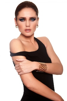 Alta moda look.glamor retrato de hermosa sexy caucásica joven elegante modelo con jugosos labios