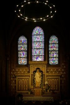 Altar religioso en la iglesia