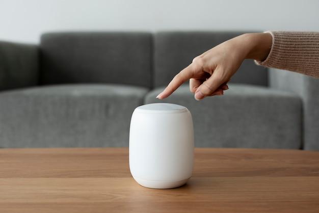 Altavoz inteligente para control de la casa con tecnología innovadora