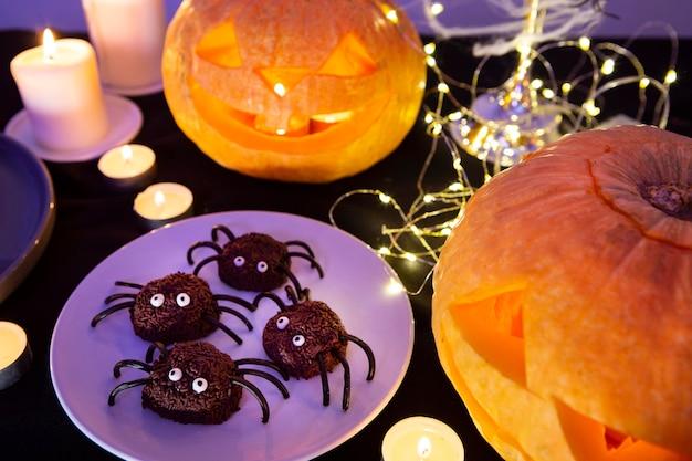 Alto ángulo del concepto dulce de halloween