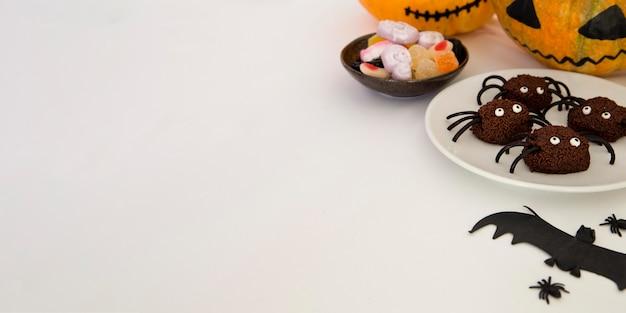 Alto ángulo del concepto de halloween con espacio de copia
