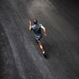 Alto ángulo de entrenamiento del corredor