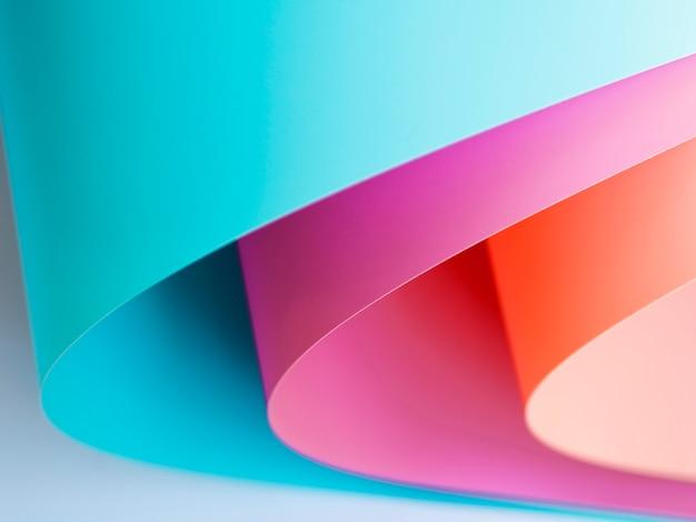 Alto ángulo de papel doblado brillante