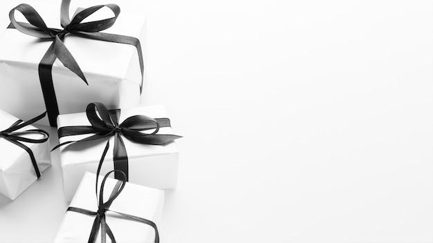 Alto ángulo de regalos con clase