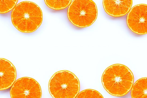 Alto contenido de vitamina c, marco hecho de jugosa fruta naranja aislada