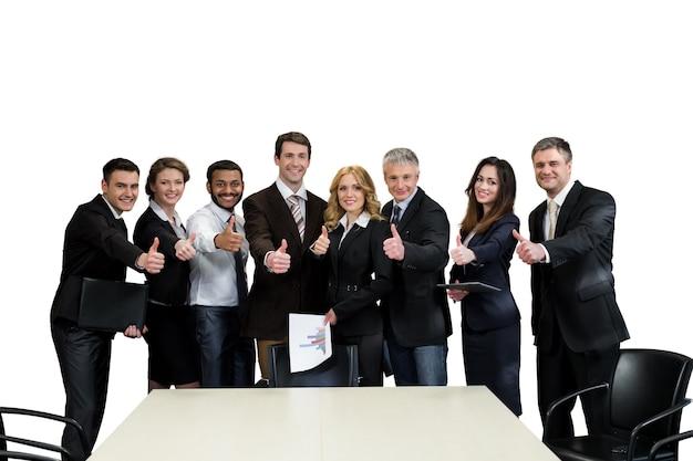 Los altos directivos de los líderes de equipo están sobre un fondo blanco.