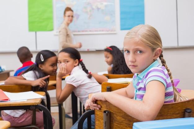 Alumnos traviesos en clase