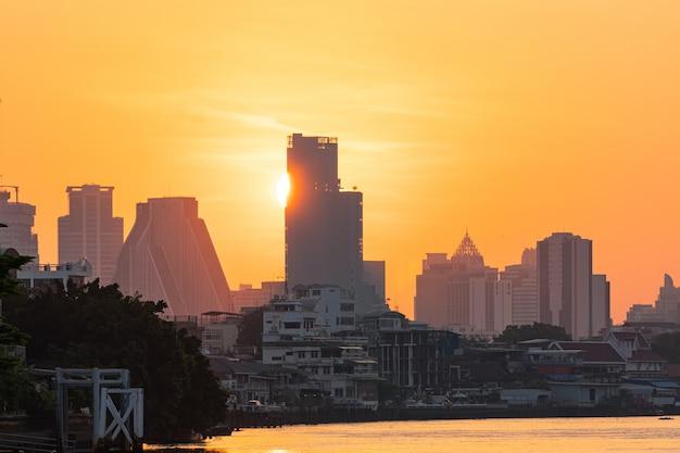 Amanecer de la ciudad de bangkok.