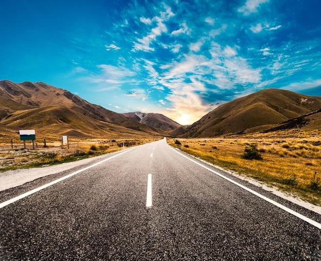 Amanecer en la carretera