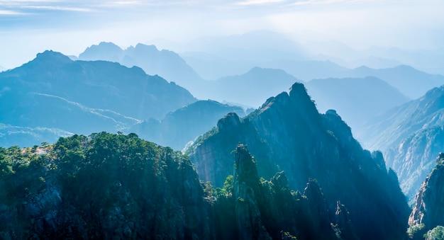 Amanecer en el monte huangshan, china