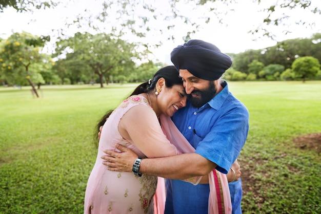 Amar a la pareja india senior