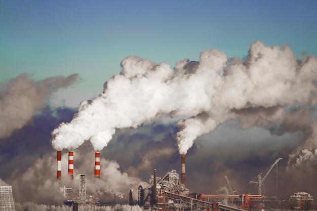 Ambiente pobre en la ciudad. desastre ambiental