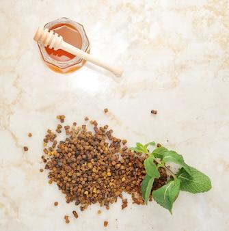 Ambrosia - un producto de desecho de abejas y miel