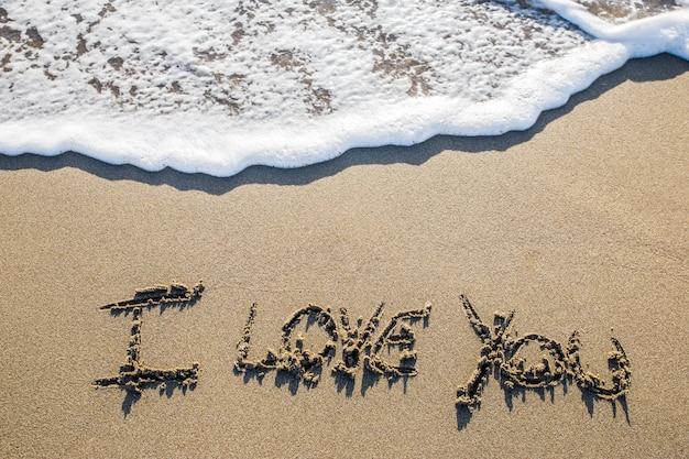 Amor esculpido en la arena.
