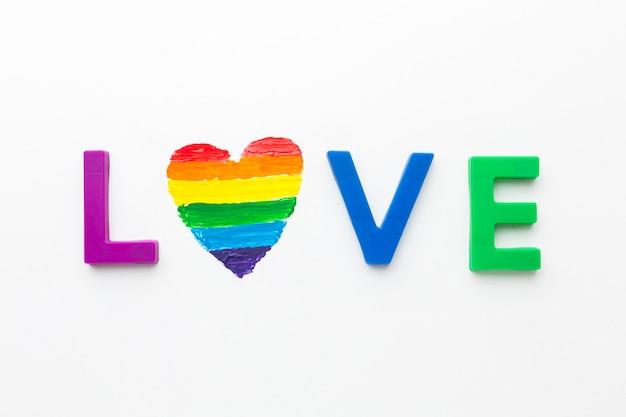 Amor lgbt y corazón del arco iris