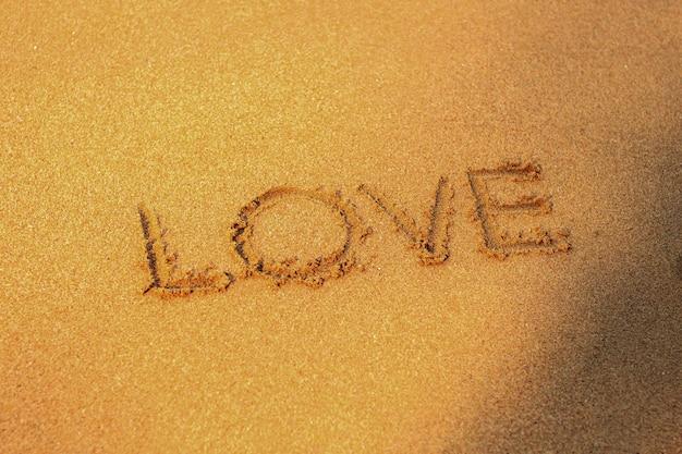 El amor en la playa de arena.